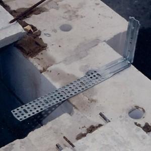 HDO-VARIO-Schalklammer auf das Mauerwerk legen